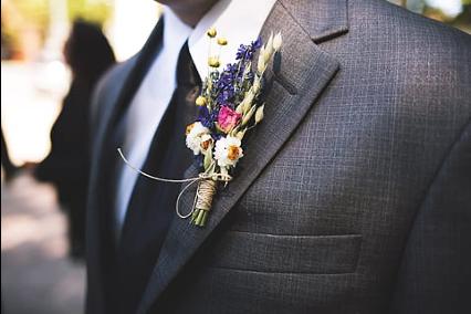 Boutonnière sur marié - C&D Events Wedding planner / Organisatrice de mariage Oise et Paris